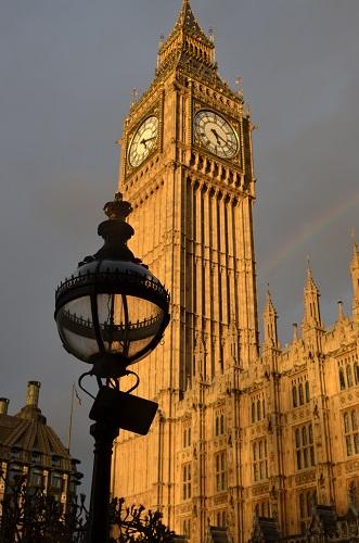 Газена улична лампа пред сградата на Парламента в Лондон  Снимка: Дани Хау