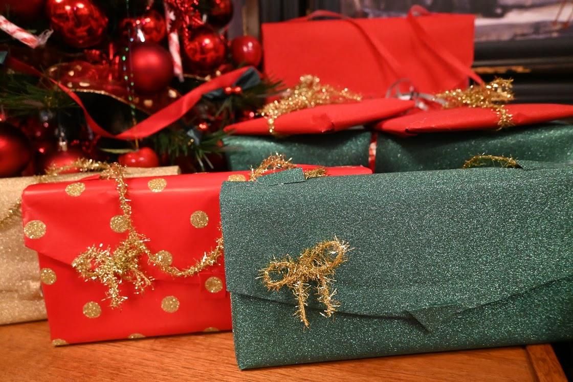"""Make или do?  Част от """"изходящите"""" подаръци за наши приятели,  опаковани от Дани. Коледа 2019, Снимка: Дани Хау"""