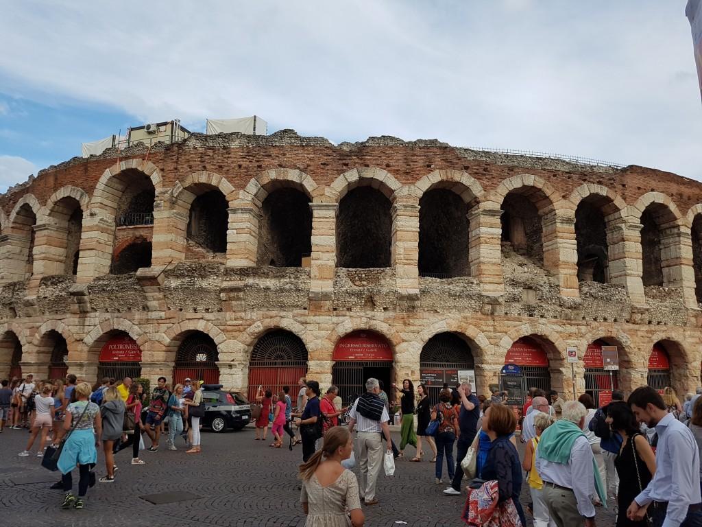 Арена ди Верона - амфитеатър, строен за гладиаторски битки през 30г.н.е. Снимка: Дани