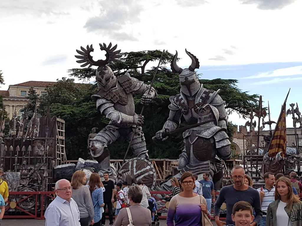 """Декорите за """"Трубадур"""", на площад Бра пред Арена ди Верона Снимка: Дани"""
