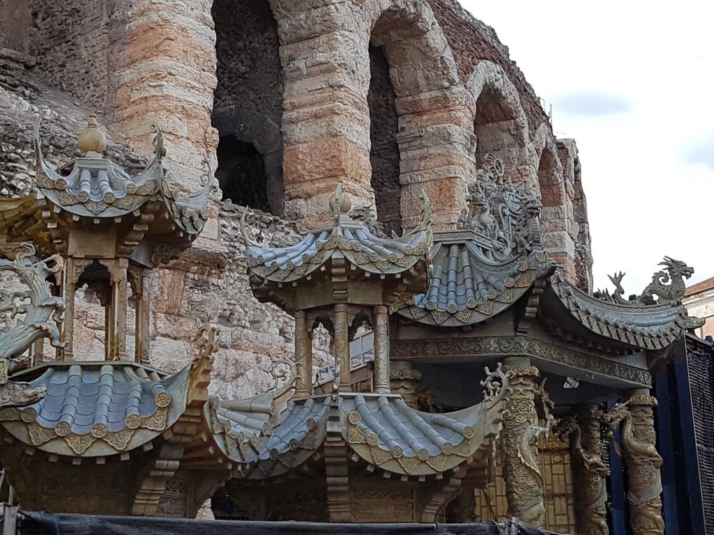"""Декорите за операта """"Турандот"""" Снимка: Дани"""